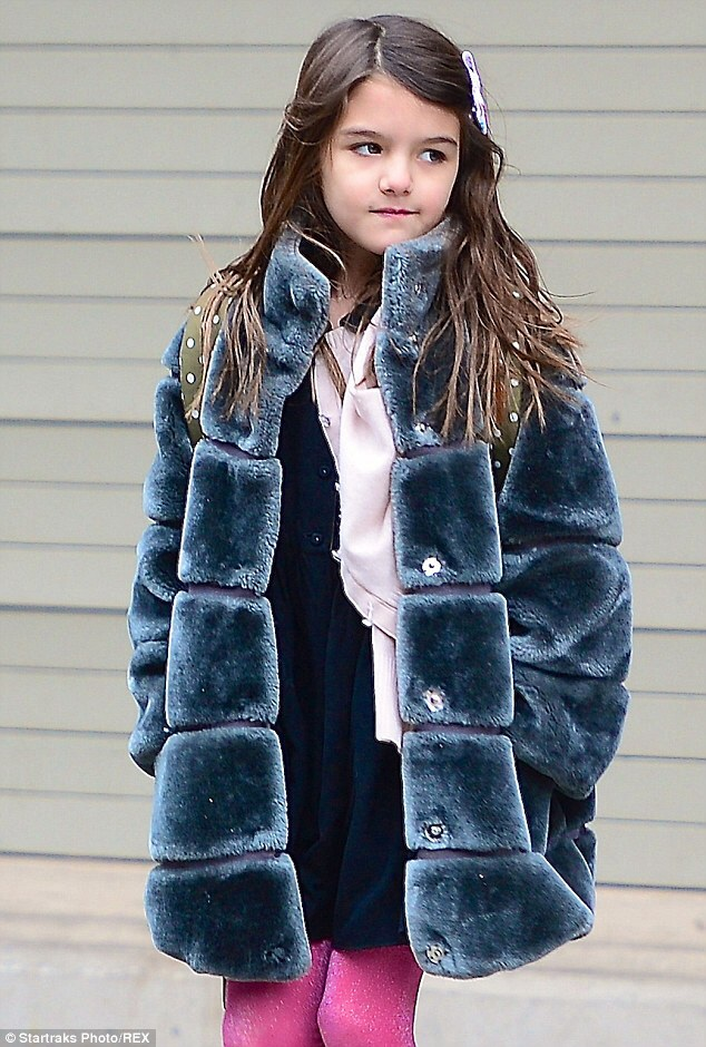 Suri Cruise – Hang Your Towel